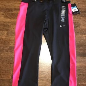 Women's Nike Tight Fit Capri Length Size Medium